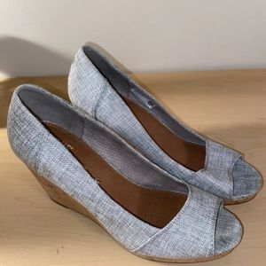 Toms Stella Peep Toe Wedge/Gray and off white Sz 6